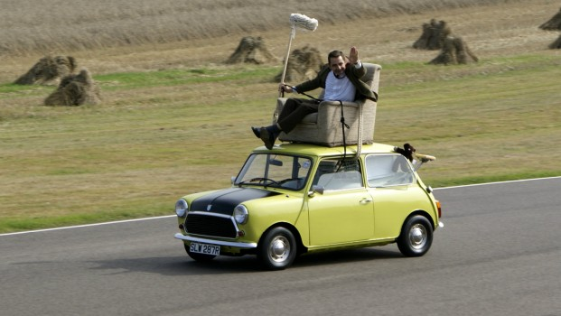 Rowan_Atkinson_on_a_Mini_at_Goodwood_Circuit_in_2009-660x350